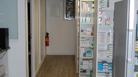 charleval dsc01600 agencement de pharmacie commerce magasinagencement de pharmacie commerce. Black Bedroom Furniture Sets. Home Design Ideas