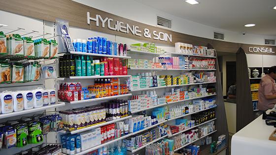 charleval dsc 0918 agencement de pharmacie commerce magasinagencement de pharmacie commerce. Black Bedroom Furniture Sets. Home Design Ideas