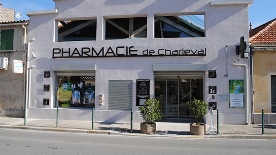 charleval dsc 0937 agencement de pharmacie commerce magasinagencement de pharmacie commerce. Black Bedroom Furniture Sets. Home Design Ideas