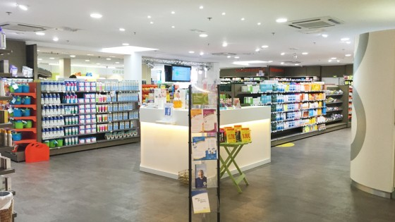 agencement de pharmacie restaurant magasin croix de pharmacie enseigne lumineuse